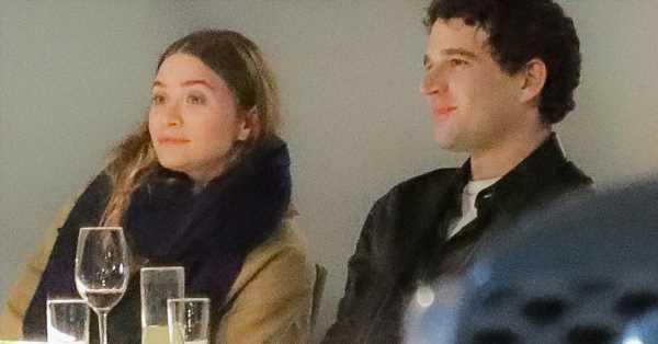 Gabardina y bufanda XL: Ashley Olsen se protege del frío para salir a cenar con su novio y unos amigos