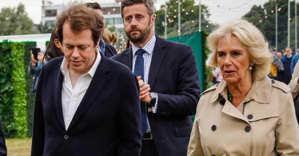 El hijo de Camilla y ahijado del príncipe Carlos, devastado por la muerte de su novia de 42 años