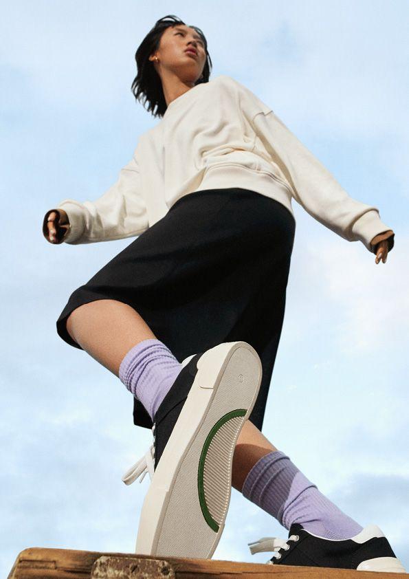 H&M y Good News: así es la colección de zapatillas más sostenible