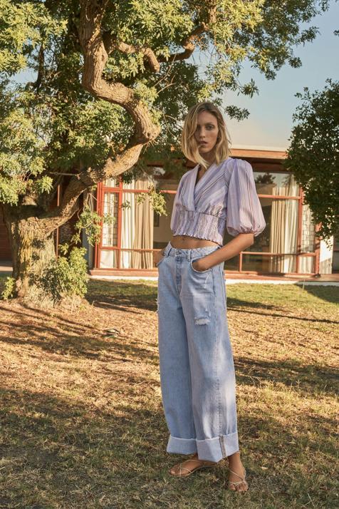 Si buscas una camisa original y primaveral Zara tiene el diseño que vas a combinar con todos tus vaqueros