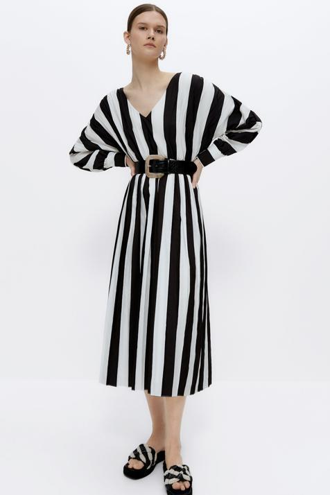 Los vestidos con más estilo de la temporada están en Uterqüe y apuestan por los colores básicos para que te los pongas cuando quieras