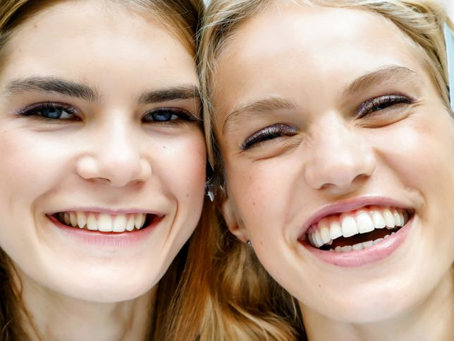 Los tres mejores aceites faciales reparadores en los que merece la pena invertir por su poder para poner buena cara en 5 minutos y difuminar arrugas