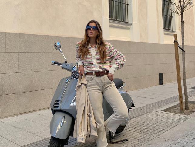 El cárdigan tipo polo de Zara que llevan influencers y cantantes es perfecto para poner un toque de color a tus looks de primavera