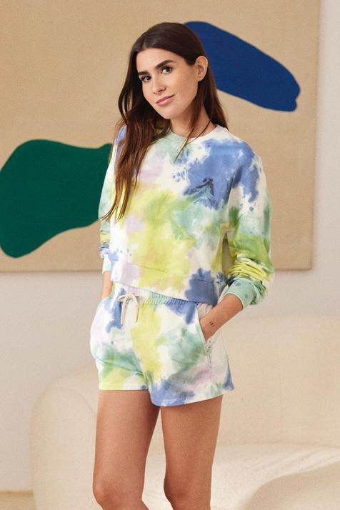 Tenemos nuevo best seller en Lefties: este colorido conjunto de sudadera y short con estampado tie dye promete arrasar