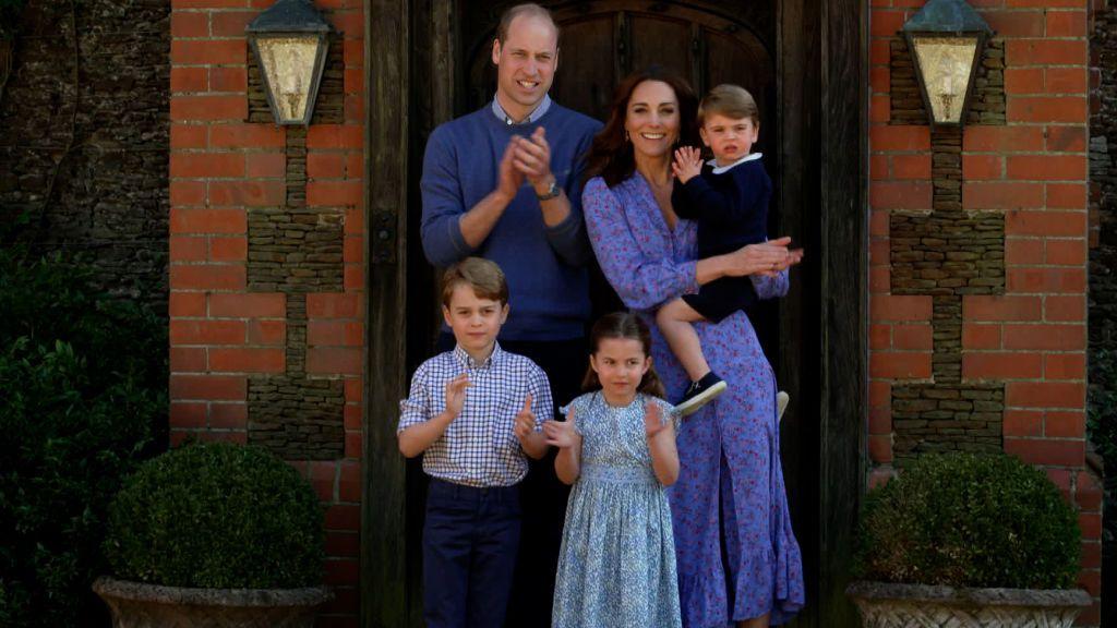 Los hijos de los duques de Cambridge felicitan a Lady Di
