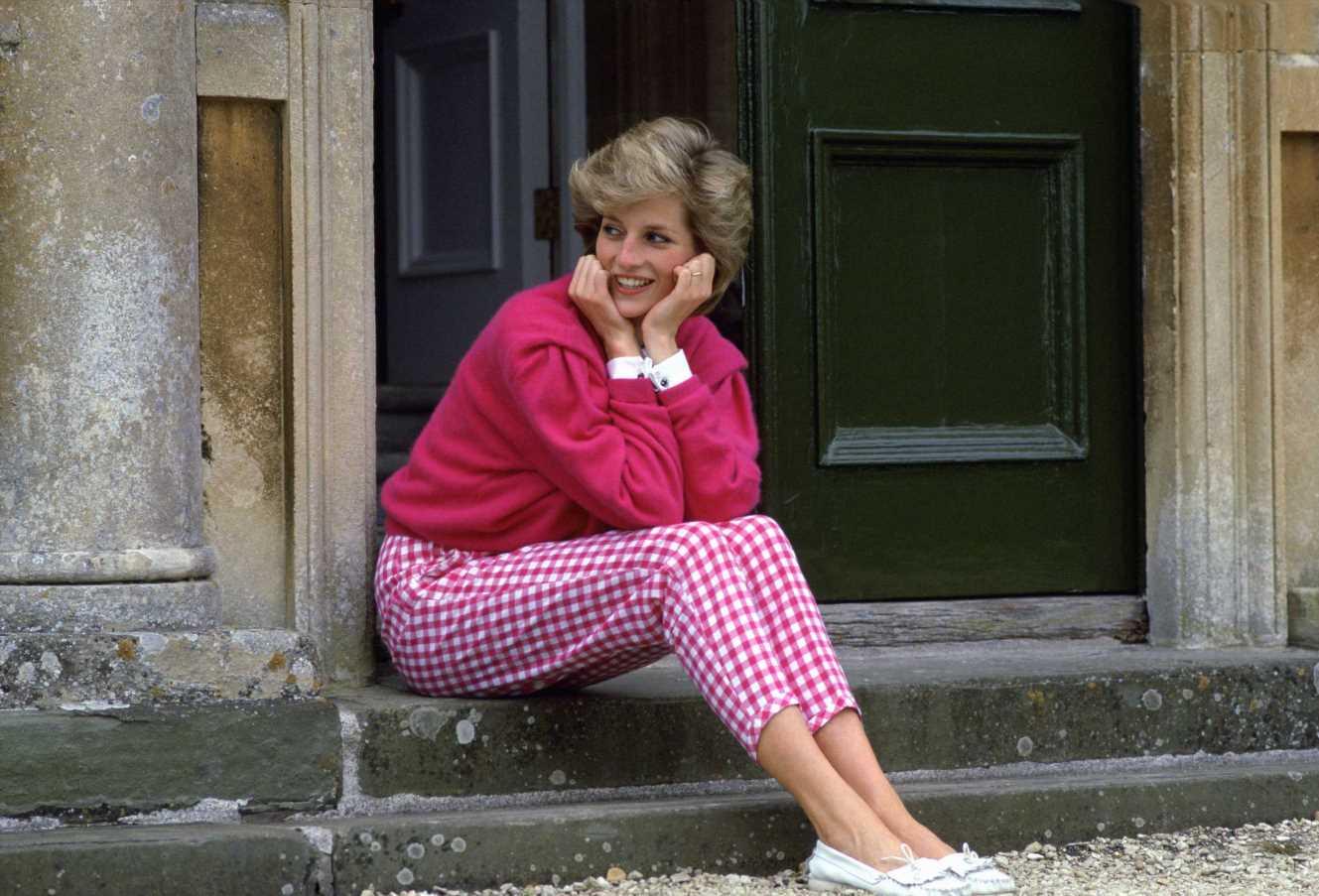 Zara tiene los pantalones de cuadros vichy rosas de Lady Di