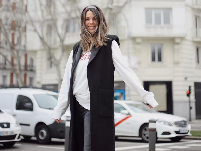 Un vestido floral, veraniego y con un toque boho. El look ideal de Laura Matamoros y otras versiones low cost de Zara, Mango y Stradivarius