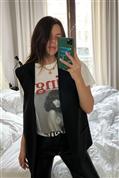 Locura total con esta camiseta de Laura Matamoros, perfecta para llevar con blazer y vaqueros y quitarse 10 años