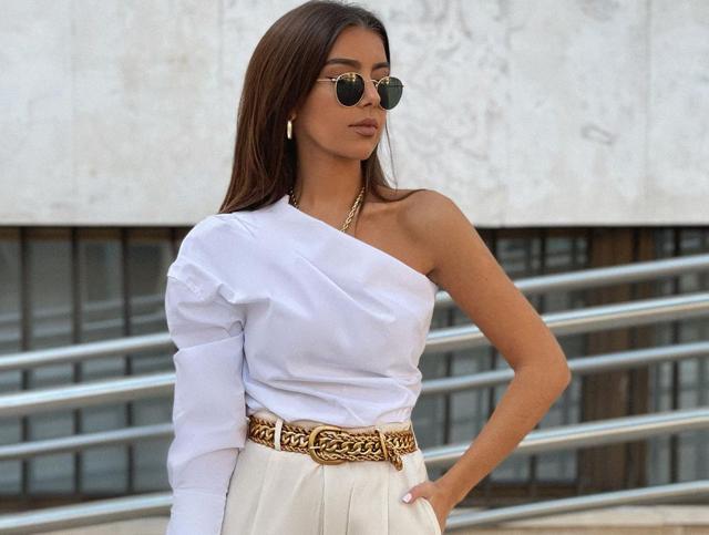Los tops y blusas con escote asimétrico de Zara que triunfan entre las influencers, perfectos para conseguir looks muy originales por muy poco