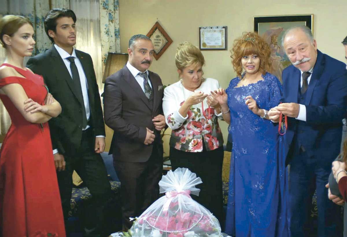 Loca fiesta de compromiso; 'Matrimonio por sorpresa'