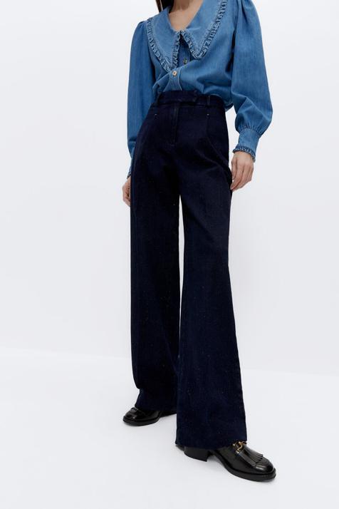 Este pantalón vaquero de los Special Prices de Uterqüe ligeramente acamapanado es un básico de armario porque estiliza a más no poder y disimula barriga