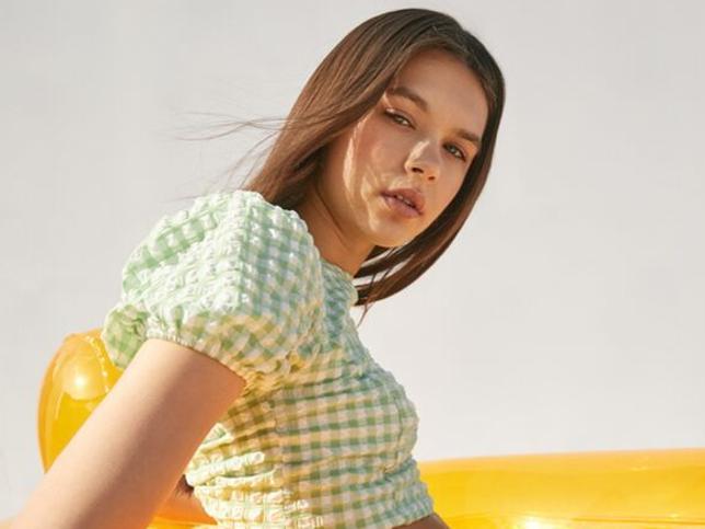 Un conjunto, un vestido midi y una blusa, las prendas de cuadros vichy de Bershka con las que triunfarás en primavera