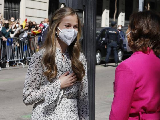 Con la mano en el corazón y muchos nervios: así ha sido la prueba de fuego de la princesa de Asturias en su primer acto en solitario