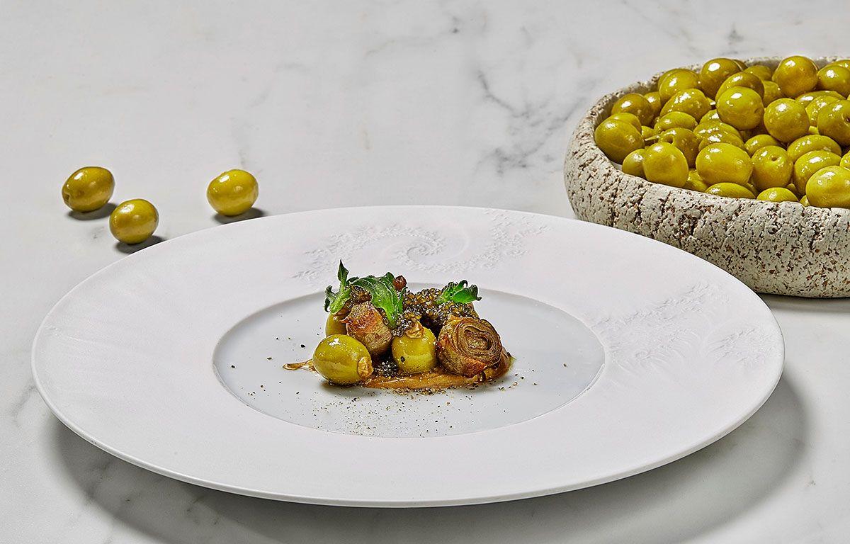 Una receta deliciosa: aceituna manzanilla, alcachofas y caviar
