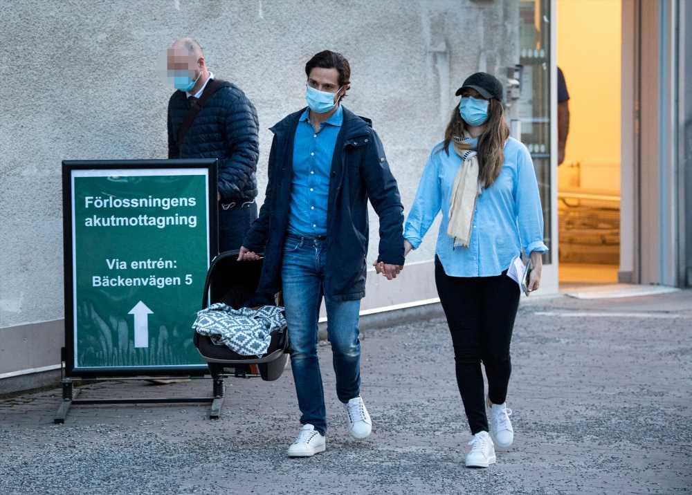 Carlos Felipe y Sofía de Suecia regresan a casa con su pequeño