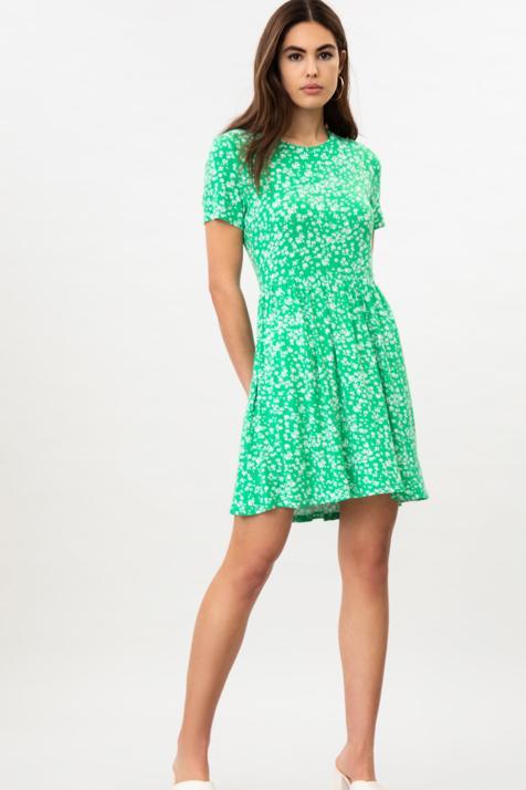 Lefties nos presenta el vestido estrella de la temporada: cómodo, disponible en cuatro estampados y por menos de 7 euros