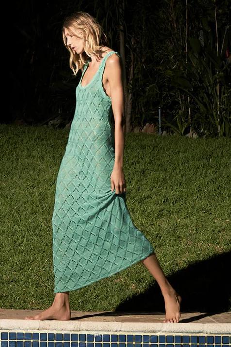 Alerta flechazo: este es el vestido largo de crochet en color verde que Zara va a reponer tras arrasar en minutos