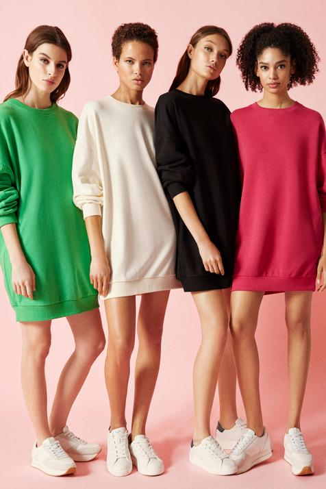 Súper cómodo y disponible en cuatro colores, Lefties tiene el vestido oversize más bonito por menos de 13 euros