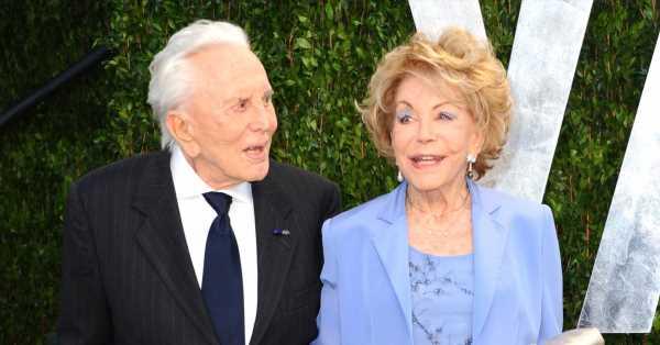 Anne, la querida matriarca del clan Douglas, fallece a los 102 años