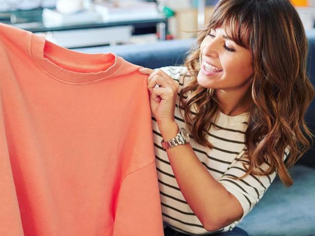 Así combina Nuria Roca su ropa favorita de la nueva temporada para crear looks de primavera llenos de color, favorecedores y que quitan años