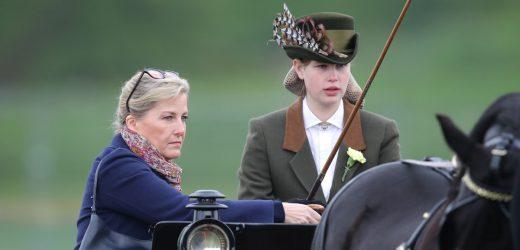 Así es Lady Louise, la nieta más joven del duque de Edimburgo: una experta conductora de carruajes que adora tomar el té con Isabel II