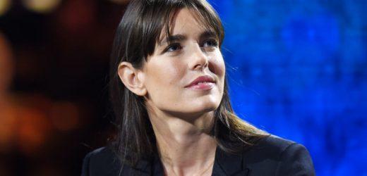 Chaqueta de Chanel y vaqueros: el 'look' de Carlota Casiraghi para participar en una charla sobre el fin de la pandemia