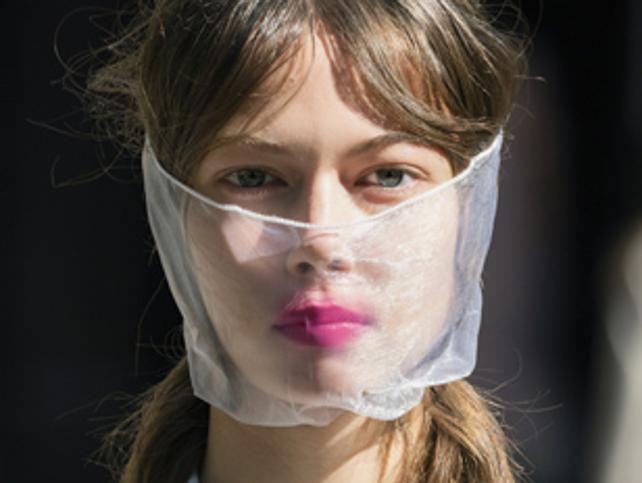 Con estos trucos de maquillaje disimularás el maskné y conseguirás que tu look dure perfecto más tiempo bajo la mascarilla