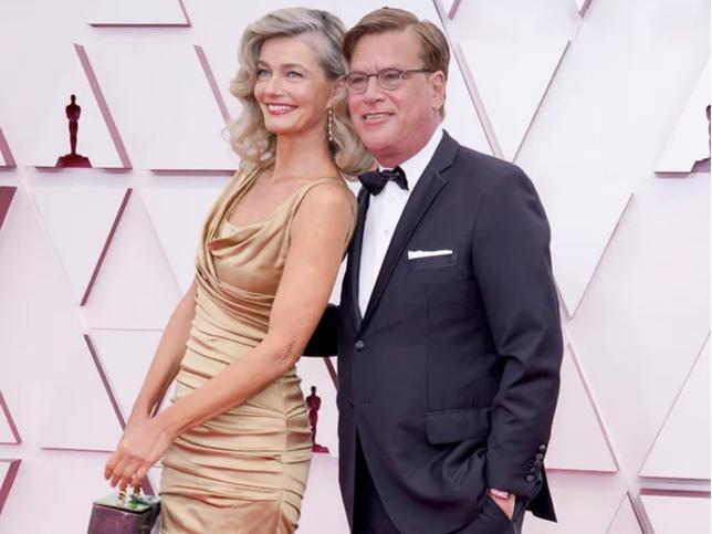 El cotilleo de los Oscar 2021: Aaron Sorkin hace oficial su noviazgo en la alfombra roja con Paulina Porizkova (la top model de los 80 que fue desheredada por su marido)