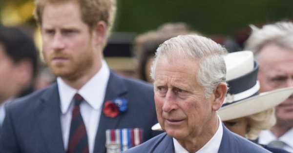 El enfado de Carlos de Inglaterra y el rencor del príncipe Harry hacen imposible que haya una reconciliación cercana