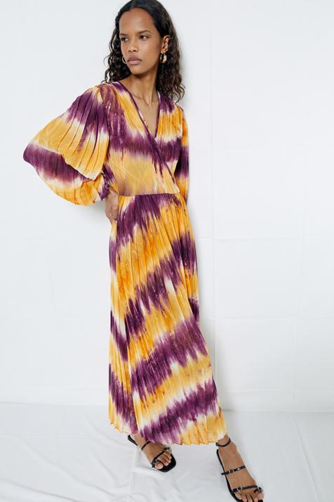 El vestido tie dye más bonito de la temporada está en Sfera y a ti también te va a conquistar