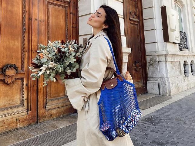 Este bolso de red se ha hecho viral entre las francesas (y en Instagram) y es ideal para elevar cualquier look de primavera