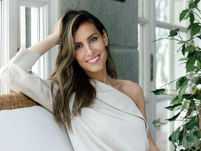 Este es el vestido de lino made in Spain de Ana Boyer que ha arrasado en Instagram: es ponible, elegante, favorecedor y sostenible