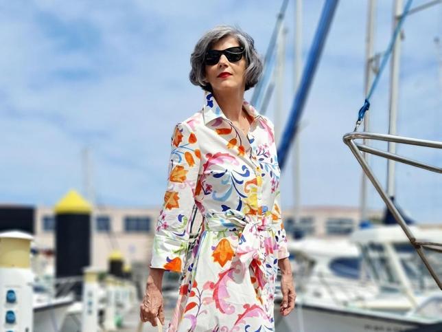 Este vestido midi camisero de Zara que rejuvenece a los 50 y se está agotando por momentos elevará el nivel de tus looks de primavera