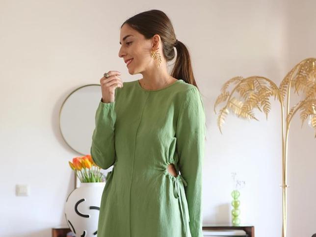 Este vestido midi de lino de Zara tiene un diseño tan original y ponible para primavera que está arrasando entre las influencers