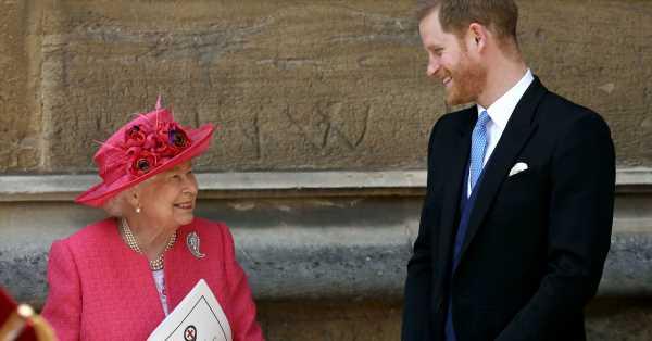 Isabel II rompe la tradición para evitar el bochorno a Harry y Andrés: nada de uniformes militares en el funeral
