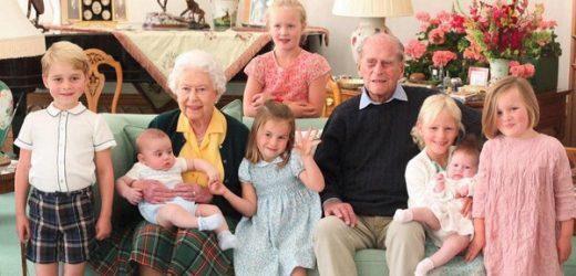 Isabel II y Felipe de Edimburgo, más felices que nunca posando con sus nietos en un retrato inédito obra de Kate Middleton