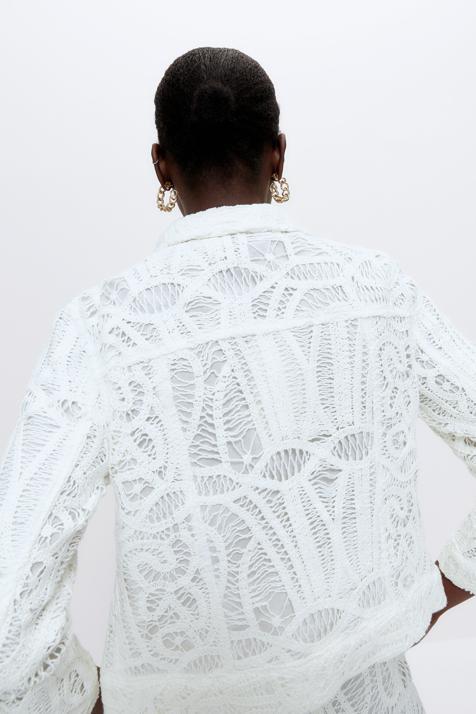 La chaqueta crochet de lujo de Uterqüe es perfecta para el entretiempo y podrás compartirla con tu madre