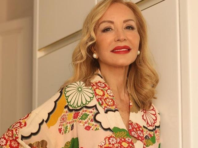 La chaqueta de punto de Mango que tiene Carmen Lomana es perfecta para dar vida (y rejuvenecer) tus looks de primavera