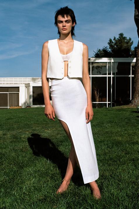 La tendencia más fuerte de las nuevas colecciones son los chalecos blancos y estos dos lo demuestran
