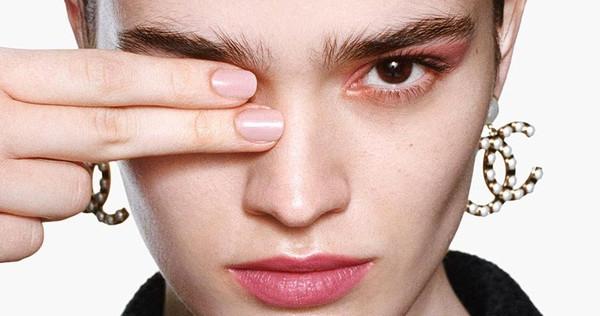 Las uñas que son tendencia esta primavera 2021: colores pastel, 'nail arts' discretos y la clásica manicura francesa