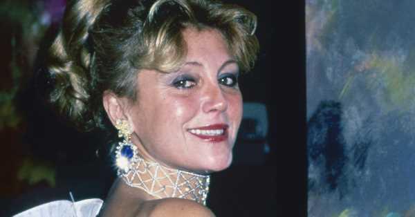 Ni permiso ni perdón, o el estilo de Carmen Cervera: joyas históricas, alta costura y una eterna melena rubia peinada en casa