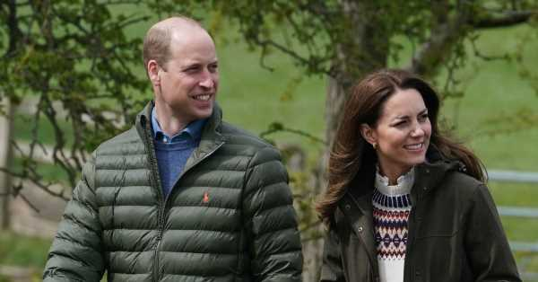 Ovejas, tractores y un look reciclado: así ha sido la divertida visita de Guillermo y Kate Middleton a una granja