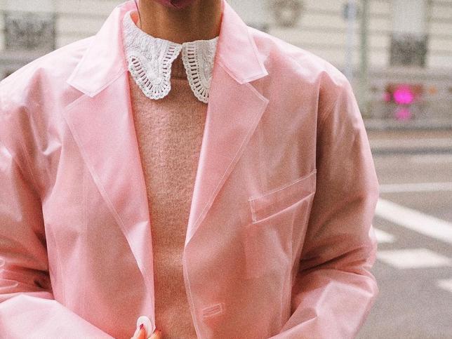 Para estos días de lluvia, necesitas esta blazer-chubasquero de Uterqüe tan bonita que triunfa entre las influencers