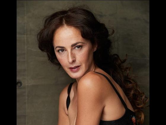 Qué fue de Mónica Estarreado, la actriz envuelta en polémica por la multitudinaria fiesta en su chalé