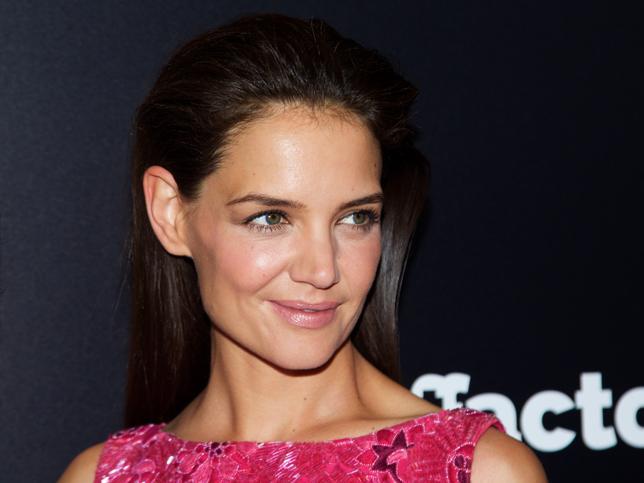 Si necesitas una crema reafirmante y antiedad, esta con niacinamida deja una piel perfecta y sin arrugas a los 40 ¡Palabra de Katie Holmes!