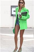 Todas las opciones para hacerte con la prenda más viral: la americana verde flúor que triunfa en Instagram (y en talla grande también)