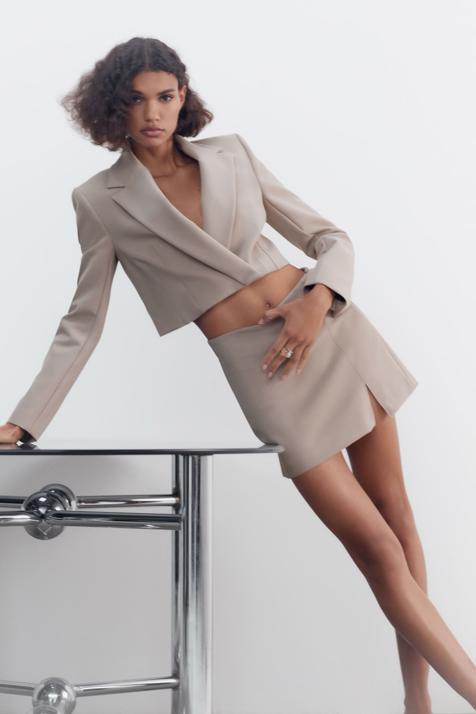 Tres formas realmente fáciles y muy elegantes de ponerte una blazer cropped para llevar el look tendencia de la temporada