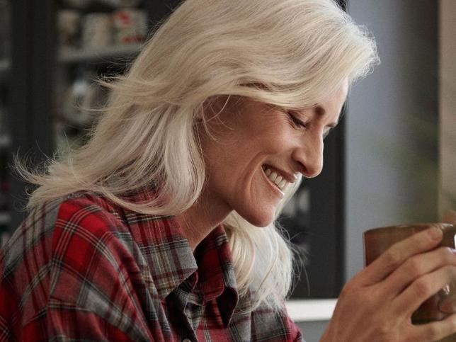 Trucos y consejos para cuidar las pieles maduras y rejuvenecerlas a partir de los 50 con estas cremas y sérums antiarrugas