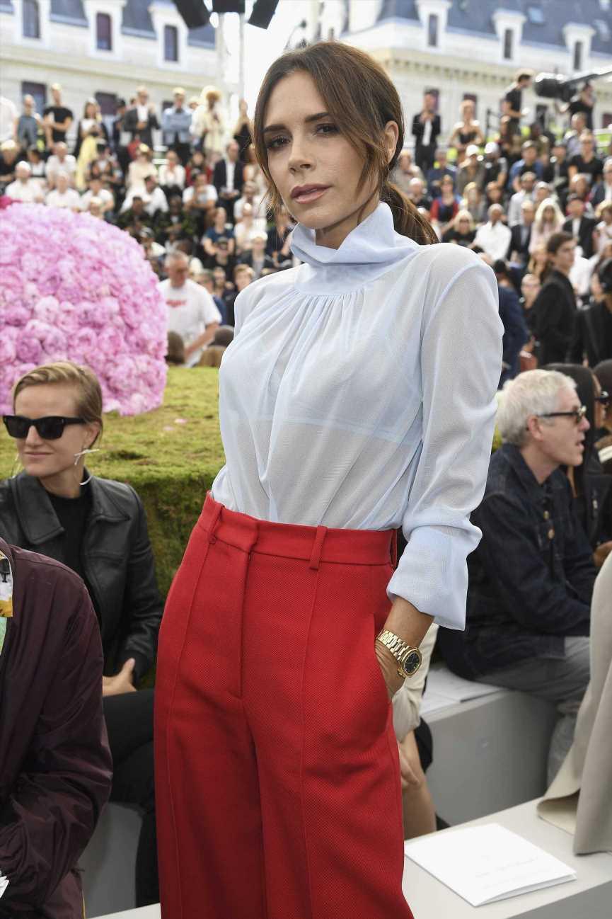 Victoria Beckham y las sandalias de tiras que son tendencia