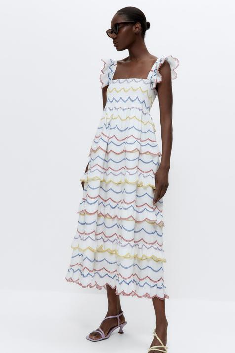 Alerta flechazo: este vestido blanco con bordados multicolor de Uterqüe es el más bonito que verás esta temporada